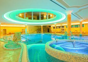 piscina-hotel-alba-interna-notturna